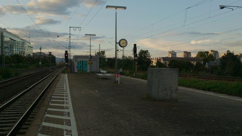 Heidelberg Frankfurt tren istasyonu