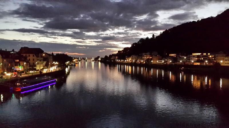 Neckar nehri gece manzarası