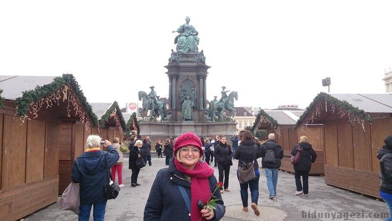 Maria Theresia meydanı
